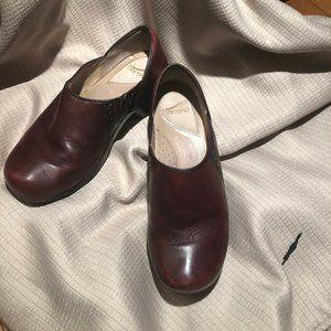 Dansko red burgundy clogs size 9.5